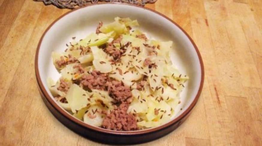 Estofado de col con carne picada
